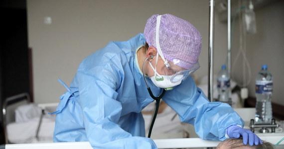Do końca wakacji specjalny zespół powołany przez ministra zdrowia ma opracować plan na to, jak poradzić sobie z drugą falą koronawirusa w Polsce. Szczyt zachorowań spodziewany jest na jesień. Wtedy też druga fala Covid-19 zapewne spotka się ze szczytem zachorowań na grypę. Każdego roku na grypę i choroby grypopodobne choruje do 4 milionów osób.