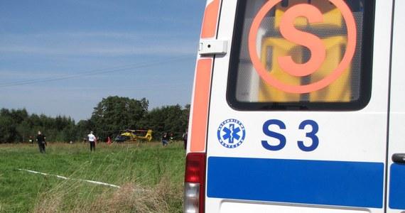 Auto osobowe zderzyło się z busem w miejscowości Radomno w województwie warmińsko-mazurskim. Cztery osoby poszkodowane.