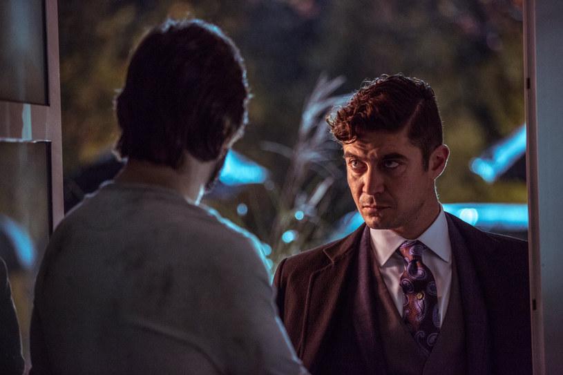 """""""John Wick"""" - filmowy cykl, w którym główną rolę gra Keanu Reeves, w przewrotny sposób pomógł włoskiej policji przechwycić przemyt kokainy z Kolumbii do Mediolanu. Uwagę śledczych zwróciło to, że podejrzaną paczkę kawy zaadresowano na nazwisko osoby, która nazywała się tak samo, jak główny przeciwnik Wicka w drugiej części filmu, czyli włoski mafioso, Santino D'Antonio."""