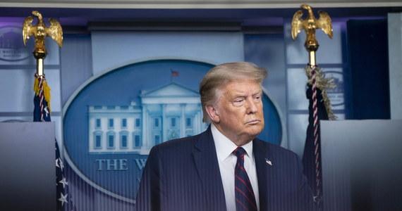 Władze USA bez uprzedzenia zażądały we wtorek zamknięcia konsulatu ChRL w Houston – poinformowało w środę MSZ Chin. Rzecznik resortu Wang Wenbin ocenił to jako złamanie prawa międzynarodowego i zagroził stanowczym odwetem, jeśli Waszyngton nie naprawi błędu.