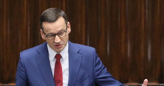 """""""Polska wraca ze szczytu UE jako wielki zwycięzca, jesteśmy największym beneficjentem funduszu spójności, a budżet UE oznacza, że szansa dla Polski na złotą dekadę jest znacząco wyższa"""" - mówił w środę w Sejmie premier Mateusz Morawiecki."""