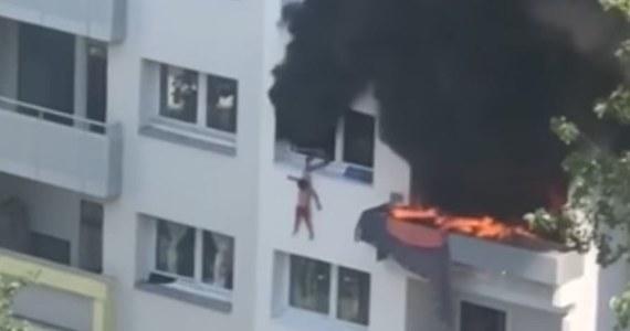 Dramatyczne wydarzenia ze szczęśliwym finałem we francuskim Grenoble. Dwaj bracia, uciekając przed pożarem, wyskoczyli z trzeciego piętra bloku mieszkalnego. Chłopcy przeżyli: złapali ich stojący przed budynkiem ludzie.