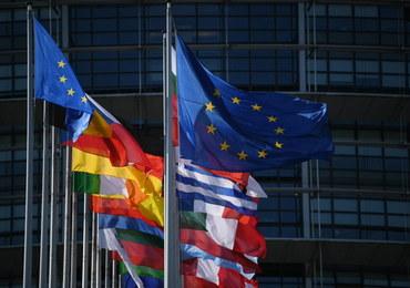 """""""Pieniądze za praworządność"""": Unijny komisarz nie pozostawia wątpliwości. PE ma opowiedzieć się za zaostrzeniem zapisów"""