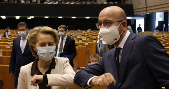 W Parlamencie Europejski w Brukseli odbyła się debata na temat oceny wyników zakończonego we wtorek szczytu UE. To były twarde negocjacje - mówił szef Rady Europejskiej Charles Michel. Potwierdził też, że w przyjętym przez unijny szczyt budżecie i Funduszu Odbudowy istnieje mechanizm uzależniający wydanie pieniędzy od przestrzegania zasad praworządności.