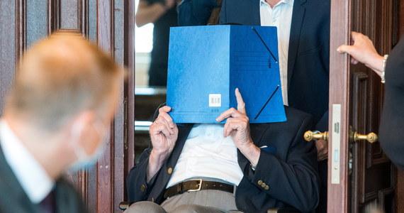 W Hamburgu zakończył się proces byłego strażnika z niemieckiego obozu koncentracyjnego Stutthof. 93-letni dziś Niemiec, Bruno Dey został prawomocnie skazany na dwa lata więzienia w zawieszeniu za pomoc w zabójstwie 5232 osób oraz w jednym przypadku za próbę zabójstwa.