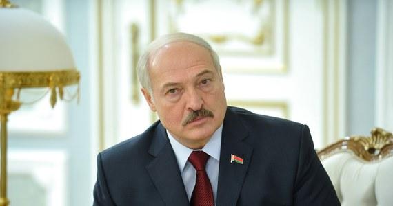 """Prezydent Białorusi zagroził wyrzuceniem z Białorusi zagranicznych mediów, które """"wzywają do majdanu"""". Według Alaksandra Łukaszenki media zachodnie takie jak BBC i Radio Swaboda są nie tylko tendencyjne, ale promują masowe nieposłuszeństwo."""