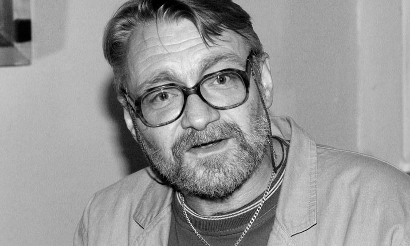 """Jacek Czyż - aktor, którego głos wszyscy znali z wielu ról dubbingowych - nie żyje. Był między innymi głosem Tygryska z """"Kubusia Puchatka"""", pojawiał się również w filmach, serialach i spektaklach teatralnych. Aktor zmarł w piątek, 24 lipca 2020 roku w Warszawie, po długiej chorobie. Miał 67 lat."""