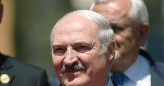 """Prezydent Białorusi Alaksandr Łukaszenka oświadczył, że nie chciałby wykorzystywać armii do zaprowadzenia porządku publicznego w kraju, ale """"wszystko może się zdarzyć"""". Jego słowa przytoczyła agencja BiełTA."""