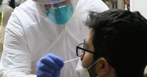 Największy od 8 czerwca wzrost zakażeń koronawirusem.  Na Śląsku liczba zakażonych przekroczyła już 15 tys. W sobotę Ministerstwo Zdrowia poinformowało o 584 nowych potwierdzonych przypadkach zakażenia koronawirusem oraz o 9 kolejnych zgonach. Aktualny bilans pandemii w Polsce to 42 622 zachorowań i 1 664 ofiar śmiertelnych. Jak informuje resort, walkę z chorobą wygrało w Polsce już 32 419 osób.