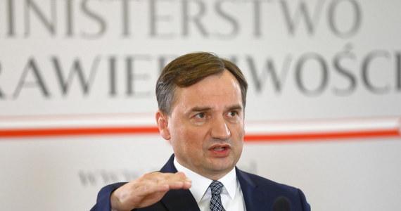 W poniedziałek złożymy wniosek do Ministerstwa Rodziny, Pracy i Polityki Społecznej o podjęcie formalnych prac nad wypowiedzeniem tzw. konwencji stambulskiej - poinformował minister sprawiedliwości Zbigniew Ziobro.