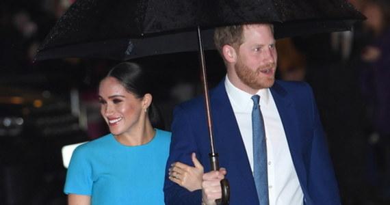"""Książę Harry i jego żona księżna Meghan wydali oświadczenie, w którym zaprzeczyli, by brali udział w powstawaniu książki """"Finding Freedom"""" (""""Znajdując wolność"""") na ich temat. Zapowiadana na sierpień publikacja ma być krytyczna wobec rodziny królewskiej."""