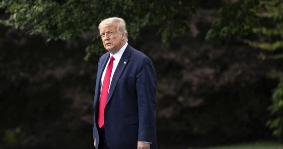 """Stany Zjednoczone i Chiny """"krok po kroku i cios za ciosem"""" rozmontowują dekady politycznych i gospodarczych relacji, zmierzając w kierunku """"punktu, z którego nie ma powrotu"""" - pisze dziennik """"New York Times""""."""