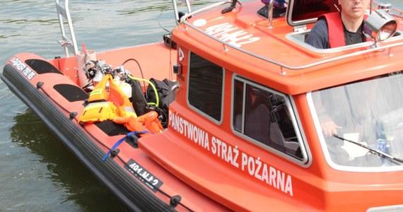 Dwóch mężczyzn utonęło w Jeziorku Czerniakowskim w Warszawie. Ciało jednego z nich znalazł spacerowicz. Drugie ciało zostało odłowione przez strażackich nurków.