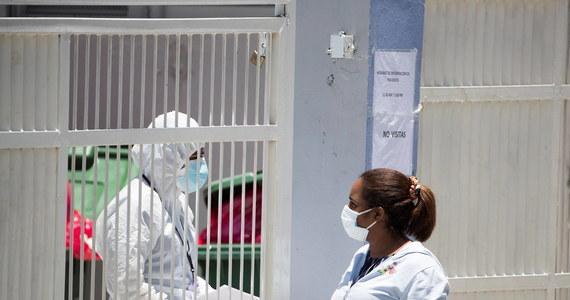 Liczba potwierdzonych zakażeń koronawirusem na świecie przekroczyła w niedzielę 16 mln - wynika z zestawienia agencji AFP opartego na oficjalnych danych. W czasie pandemii zmarło dotąd co najmniej 645 715 zakażonych.