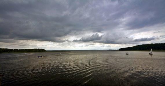 Po kilkugodzinnych poszukiwaniach płetwonurkowie odnaleźli i wydobyli z wody ciało 18-latka ze Szkocji. Młody mężczyzna zaginął podczas kąpieli w mazurskim jeziorze Dargin.