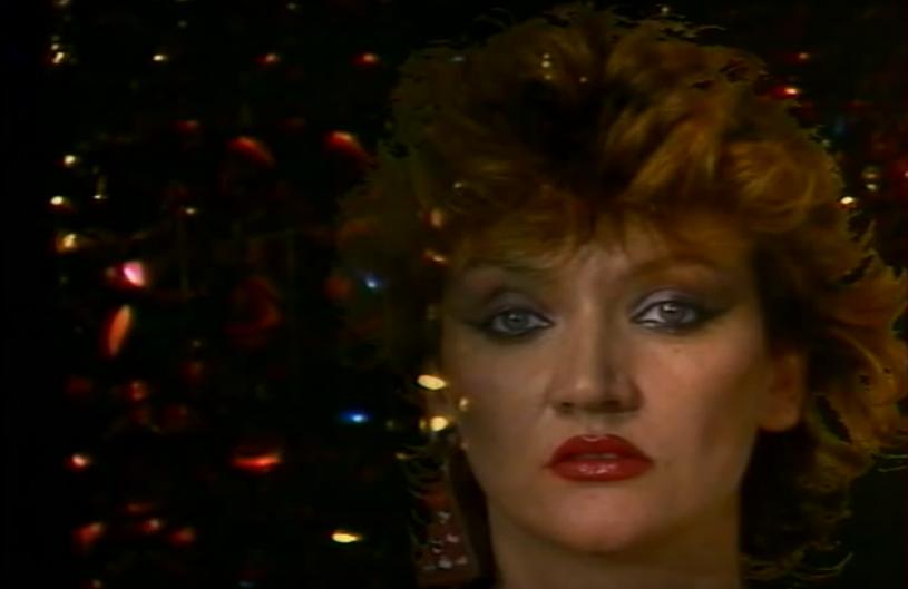 """Wielokrotnie występowała na festiwalach w Opolu i Sopocie, gdzie przykuwała uwagę fotoreporterów. Największą popularność zdobyła w latach 80., a ówczesne media nazywały ją """"dziewczyną-tęczą"""". 30 lipca  mija 10 lat od śmierci Krystyny Stolarskiej, na scenie znanej jako Gayga."""