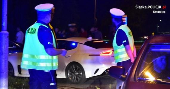 34 mandaty wystawiła policja kierowcom, którzy w sobotę w Katowicach próbowali zorganizować nielegalne wyścigi. Kierowcy zebrali się wieczorem na parkingu przy cmentarzu komunalnym przy ul. Murckowskiej.