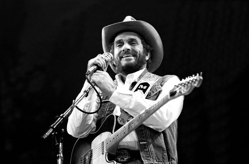"""Laureata Oscara za drugoplanową rolę w filmie """"Trzy billboardy za Ebbing, Missouri"""" niedawno można było oglądać w roli legendarnego choreografa Boba Fosse'a w serialu """"Fosse/Verdon"""". Możliwe, że wkrótce Rockwell zamieni taniec na śpiew. Aktor może wcielić się w postać muzyka country Merle'a Haggarda."""
