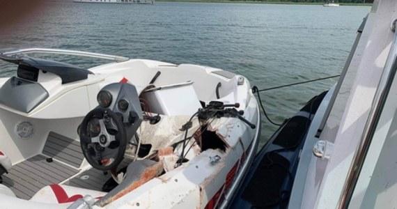 Trzy osoby zostały ranne, w tym jedna ciężko, w zderzeniu motorówki ze skuterem wodnym. Do wypadku doszło na przesmyku Przeczka między jeziorami Śniardwy i Mikołajskim.