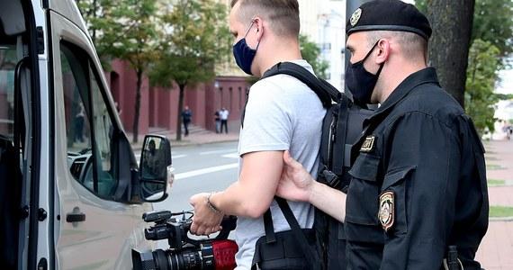 Milicja w Mińsku zatrzymała współpracowników telewizji Biełsat oraz reporterów portalu TUT.by i rosyjskiej agencji TASS - poinformowało Radio Swaboda. Do zatrzymań doszło przed budynkiem Komitetu Bezpieczeństwa Państwowego.