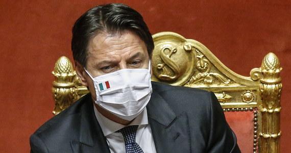 Rząd Włoch opowiada się za przedłużeniem stanu kryzysowego z powodu epidemii koronawirusa do października - powiedział premier Giuseppe Conte w wystąpieniu w Senacie. Wyraził przekonanie, że przedłużenie jest niezbędny, gdyż wirus wciąż jest obecny.