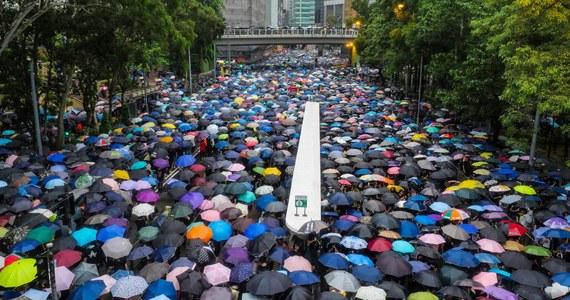 Kraje Unii Europejskiej przyjęły kolejne konkluzje, wyrażające poważne zaniepokojenie przepisami, dotyczącymi bezpieczeństwa narodowego w Hongkongu, które Chiny narzuciły temu terytorium 30 czerwca 2020 roku.