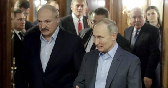 """""""Myślę, że to tak naprawdę wewnętrzna rozgrywka"""" - tak Anna Dyner, analityczka Polskiego Instytutu Spraw Międzynarodowych zajmująca się Białorusią, komentuje głośną sprawę zatrzymania w tym kraju 33 rosyjskich najemników z prywatnej firmy wojskowej. Ekspertka zwraca uwagę, że sprawa pojawiła się tuż przed białoruskimi wyborami prezydenckimi, i przypomina, że Alaksandr Łukaszenka raz już użył podobnego chwytu: przed wyborami pięć lat temu."""