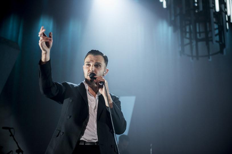 """Na początku kwietnia 2021 r. na dwa koncerty do Polski przyjedzie grupa Hurts. Brytyjski duet będzie promował nowy album """"Faith"""", który zapowiada kolejny singel """"Somebody""""."""