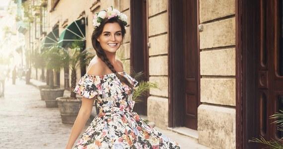 Zakup sukienki na wesele z reguły wiąże się ze sporym wydatkiem. Jak dokonać go bez wyrzutów sumienia? Wybrać model, który sprawdzi się nie tylko na ślubnym przyjęciu, ale też na co dzień! Sprawdź, jakie sukienki na wesele będą idealną bazą codziennych stylizacji!