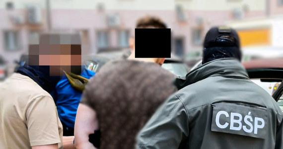 Zarzut przygotowania do uprowadzenia usłyszał 23-latek zatrzymany przez funkcjonariuszy CBŚP z Białegostoku oraz tamtejszej KWP. Mężczyzna planował porwać dziecko dla okupu. Domagał się dwóch milionów złotych.