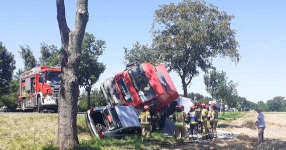 Dwie osoby zostały ranne w wypadku na DK 94 w Pawłowie między Opolem i Brzegiem na Opolszczyźnie. Ciężarówka przewróciła się tam na samochód osobowy - trasa jest zablokowana.