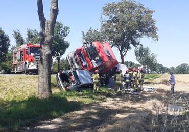Groźny wypadek na DK 94. Ciężarówka przewróciła się na samochód osobowy