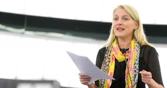 """""""Skierowanie przez premiera Mateusza Morawieckiego wniosku do Trybunału Konstytucyjnego o zbadanie zgodności zapisów konwencji stambulskiej to gra na zwłokę"""" - mówi RMF FM szefowa Komisji Praw Kobiet i Równouprawnienia w Parlamencie Europejskim Evelyn Regner. Eurodeputowana z frakcji socjaldemokratów ostrzega, że polskim władzom nie uda się zablokować dokumentu na poziomie unijnym. """"Mamy w UE plan alternatywny"""" - zapewnia i zapowiada, że po wakacjach sprawę wniesie na sesję plenarną PE."""