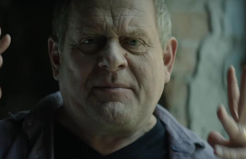 """Kazik Staszewski zaprezentował utwór promujący """"25 lat niewinności. Sprawa Tomka Komendy"""" - oparty na prawdziwych wydarzeniach film Jana Holoubka o młodym mężczyźnie skazanym za zbrodnię, której nie popełnił."""