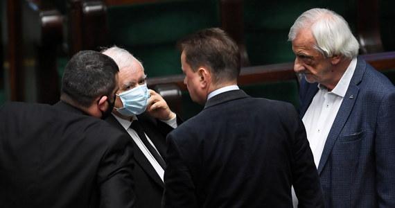 Sejm zapłaci za badania posłów na obecność koronawirusa - dowiedział się Onet. Koszt jednego takiego testu to nawet kilkaset złotych.