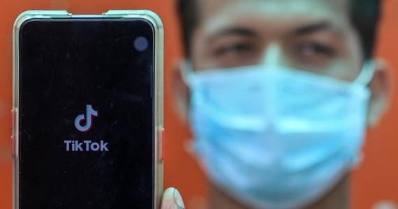 Kontrolowana przez chińską spółkę aplikacja TikTok będzie objęta w USA zakazem. Odpowiednie zarządzenie w tej sprawie będzie podpisane w sobotę - zapowiedział prezydent Donald Trump.