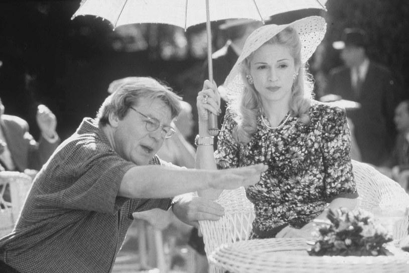 """Wybitny reżyser Alan Parker 31 lipca w wieku 76 lat. Twórcę pożegnała Madonna, która zagrała główną rolę w jego filmie """"Evita""""."""
