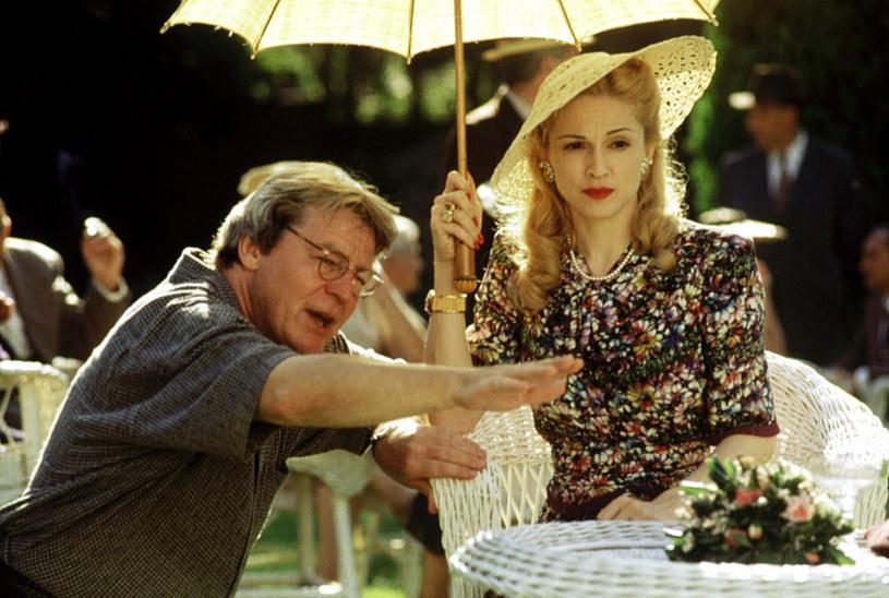 """31 lipca w wieku 76 lat zmarł brytyjski reżyser Alan Parker, twórca m.in. """"Midnight Express"""", """"The Wall"""", """"Harry Angel"""", """"Missisipi w ogniu"""" i musicalu """"Evita"""". Gwiazda tego ostatniego filmu, Madonna, pożegnała artystę wzruszającymi słowami."""