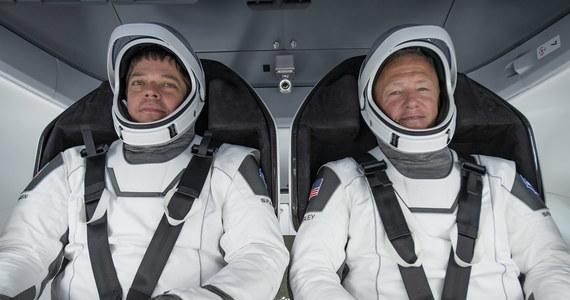 Dwaj astronauci NASA, którzy na pokładzie Dragona dotarli do Międzynarodowej Stacji Kosmicznej, dziś wieczorem czasu polskiego mają powrócić na Ziemię. Amerykanie Bob Behnken i Doug Hurley spędzili na ISS dwa miesiące.