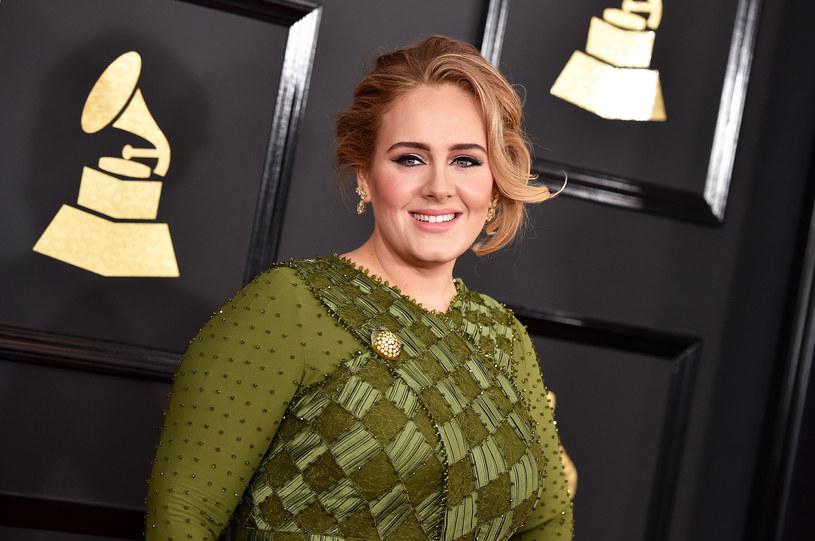 Adele przeszła spektakularną metamorfozę. Nie tylko schudła, ale postanowiła też zmienić fryzurę. Teraz trudno ją poznać.