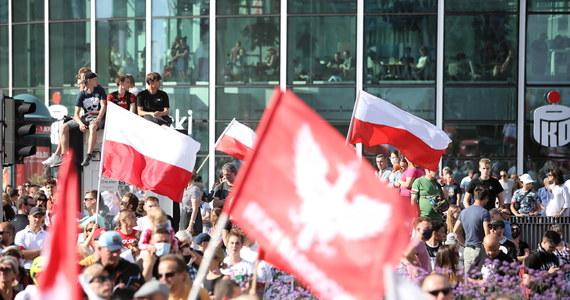 Są pierwsze zawiadomienia, które dotyczą zakłócenia porządku podczas Marszu Powstania Warszawskiego - poinformował w niedzielę rzecznik Komendy Stołecznej Policji nadkom. Sylwester Marczak. Dodał, że w sumie funkcjonariusze wylegitymowali ponad 45 osób i zatrzymali 11.