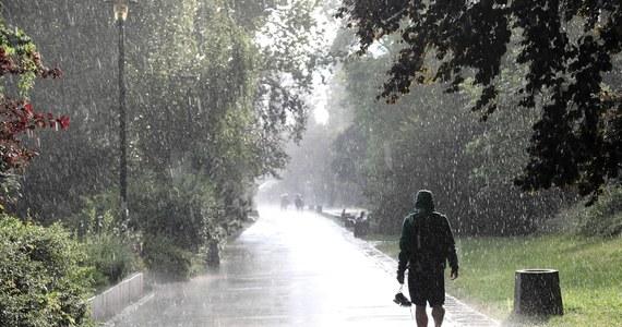 Instytut Meteorologii i Gospodarki Wodnej wydał w niedzielę ostrzeżenia pierwszego stopnia przed silnym deszczem z burzami dla woj. dolnośląskiego i części woj. lubuskiego.