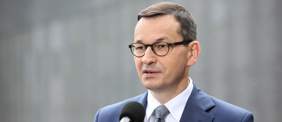 """""""Kryzys gospodarczy, z którym zmaga się świat, dopiero się rozpoczyna. Jednoczesne uderzenie w popyt, podaż i płynność ma charakter bezprecedensowy"""" - przyznał w rozmowie z tygodnikiem """"Sieci"""" premier Mateusz Morawiecki. """"Koronawirus też się jeszcze nie skończył"""" - dodał."""