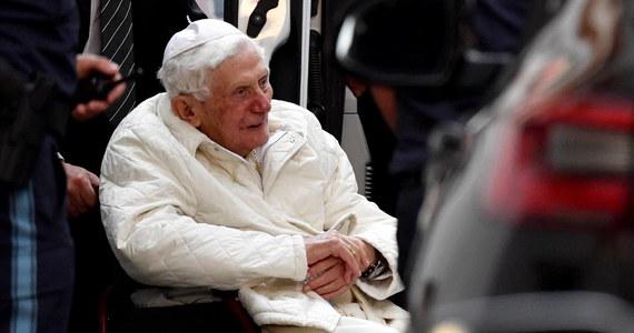 """Stan zdrowia Benedykta XVI, który choruje na powodującą silne bóle różę twarzy, jest bardzo zły - poinformował niemiecki dziennik """"Passauer Neue Presse"""" powołując się na jego biografa Petera Seewalda."""