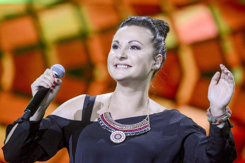 """Piosenka """"Nie jest za późno"""" to pierwsza zapowiedź szykowanej na jesień nowej płyty znanej z """"The Voice of Poland"""" i """"Must Be The Music"""" Edyty Strzyckiej."""
