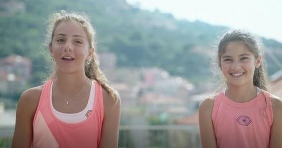 Film z włoskimi nastolatkami, które w dobie pandemii, grają w tenisa na dwóch tarasach - podbił internet. Vittoria i Carola z miasteczka w Ligurii pomysłowością rzeczywiście mogły zaskoczyć. Najwyraźniej zaskoczyły też samego Rogera Federera.