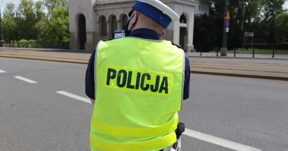 W miniony weekend policjanci z gdańskiej drogówki zatrzymali siedmiu mężczyzn, którzy kierowali pojazdami mimo zakazów i bez odpowiednich uprawnień. Trzech z nich było pod wpływem alkoholu, kolejnych dwóch po zażyciu amfetaminy, Staną oni przed sądem.
