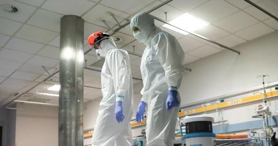 Do odwołania wstrzymano produkcję w zakładzie drobiarskim firmy Ami w wielkopolskim Mikstacie - dowiedziała się PAP w zarządzie spółki. 233 pracowników zakładu zakażonych jest koronawirusem - podał rzecznik wojewody wielkopolskiego.