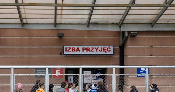 Ognisko koronawirusa zdiagnozowano w szpitalu imienia Józefa Dietla przy ulicy Skarbowej w Krakowie. Jak na razie zakażenie potwierdzono u ośmiu osób. To głównie personel medyczny.