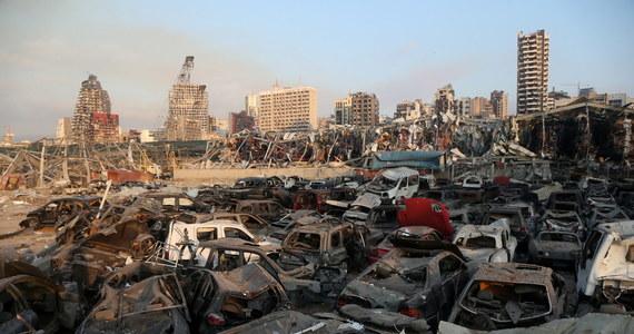 """Premier Libanu Hassan Diab oświadczył, że odpowiedzialni za eksplozję w """"niebezpiecznym"""" magazynie w porcie w Bejrucie zostaną pociągnięci do odpowiedzialności. Zaapelował też o pomoc między narodową do """"zaprzyjaźnionych i braterskich krajów. Zgodnie z ostatnimi doniesieniami, w wyniku potężnej eksplozji w porcie w Bejrucie zginęło co najmniej 70 osób, mowa jest nawet o 3600 rannych."""